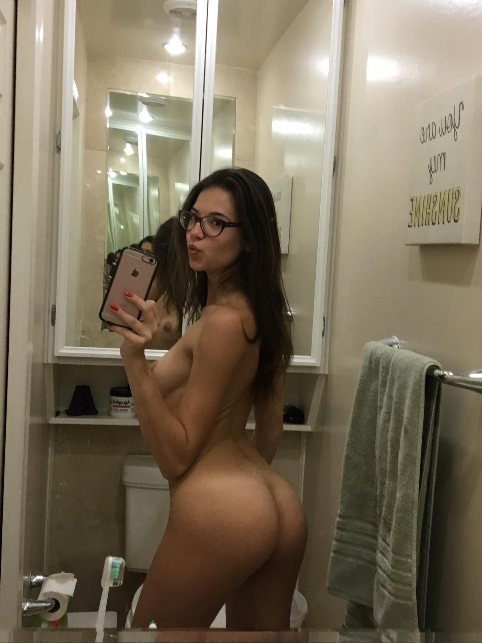college-girl-sexy-mirror-pics-xxx-teen