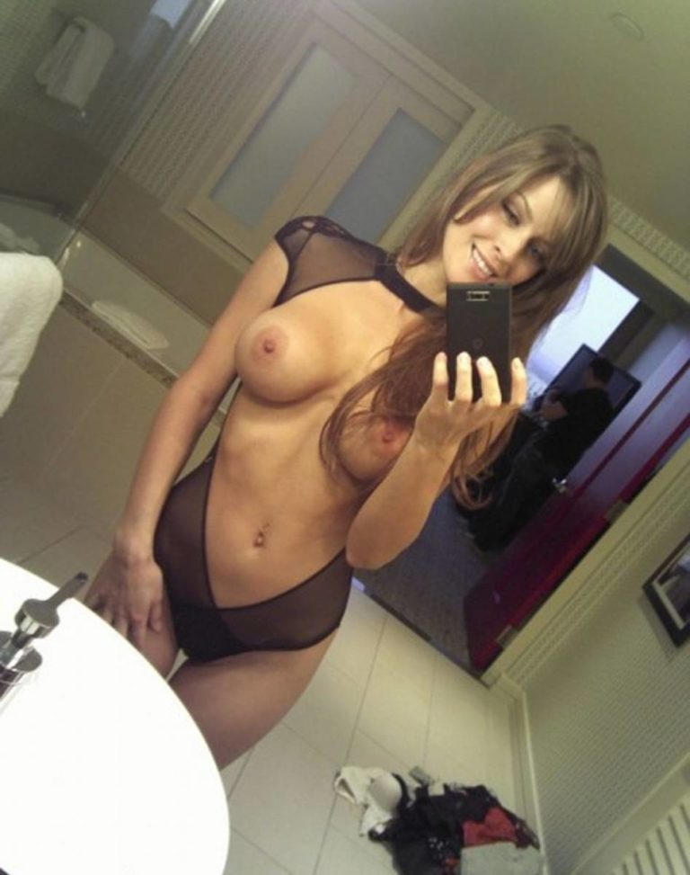 Sexy Amateur Selfie Babe Analized 1